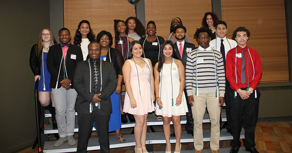photo of the 2016 Upward Bound seniors