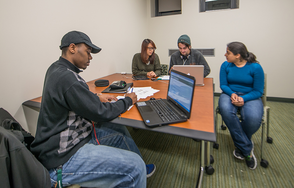 students in tutor lab in MSU union